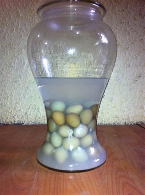 trứng gà ngâm rượu nếp - ngâm trứng gà với rượu nếp - cách ngâm rượu trứng gà ta