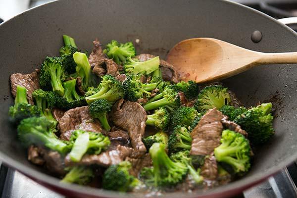 Bông cải xào thịt bò - món ăn bồi bổ tinh trùng