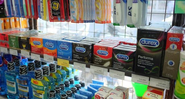 Nhiều cửa hàng tiện lợi cũng cung cấp các sản phẩm bao cao su