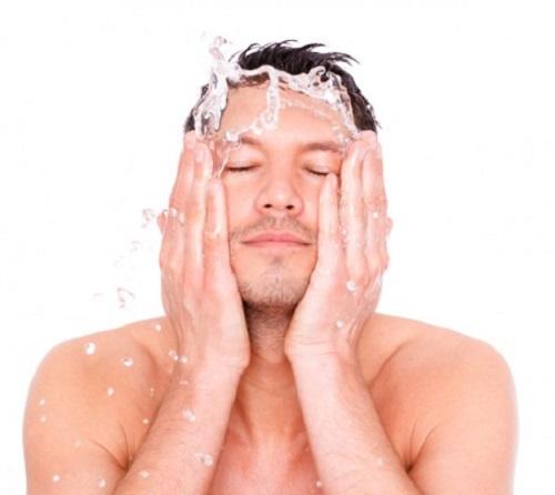 Khi bị mụn cần chú ý vệ sinh da thật sạch